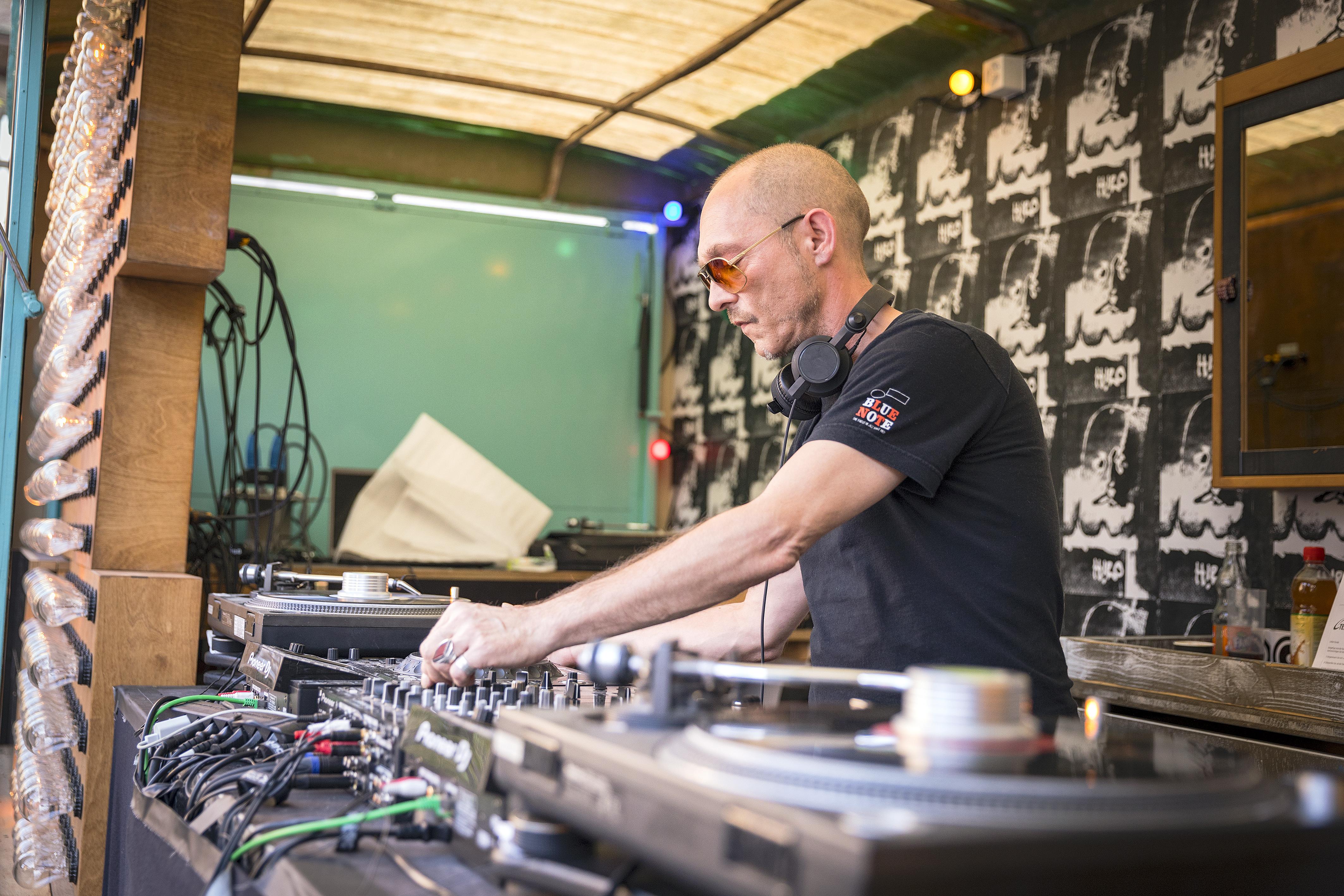DJ Plattform