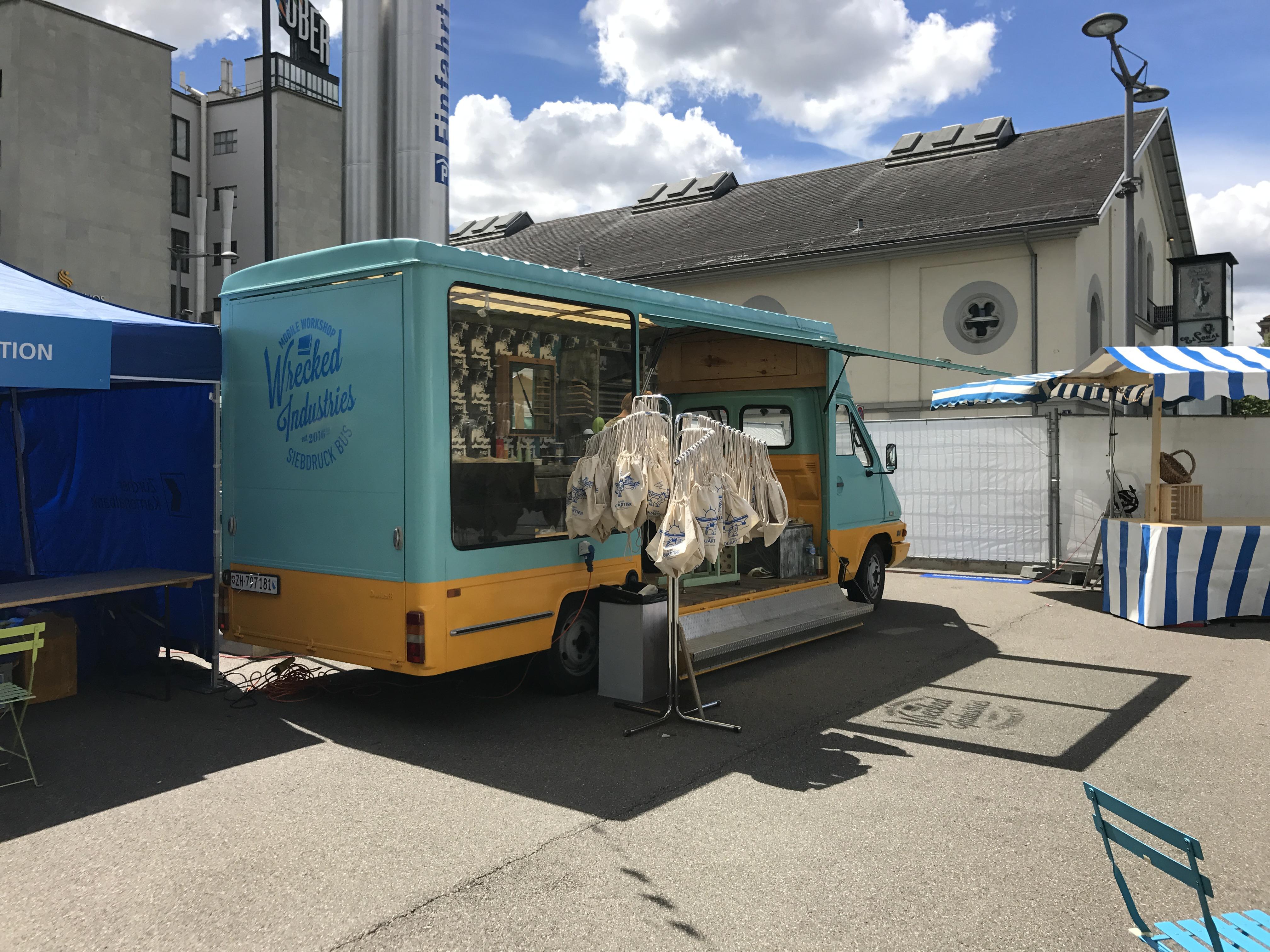 Food & Bar Truck